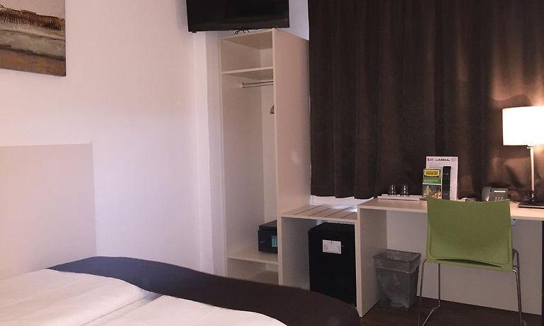 Qualitätsprodukte professionelles Design exklusive Schuhe Lloyed Hotel Frankfurt am Main